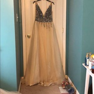 Long, sequined, champagne prom dress